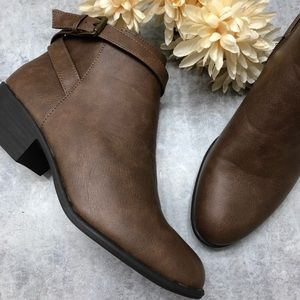 New JustFab Brown Ankle Buckle Booties Size 9